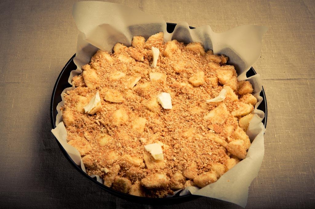 Torta con biscotti sbriciolati come base