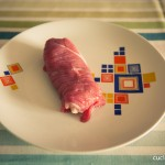 06 - Arrotolate la carne per formare l'involtino