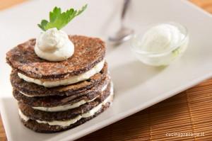 Pancakes di farina di riso nero