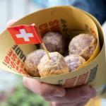 Subrich di patate viola con cuore morbido al formaggio e crema di porri