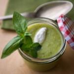 crema di zucchine aromatizzata e yogurt greco