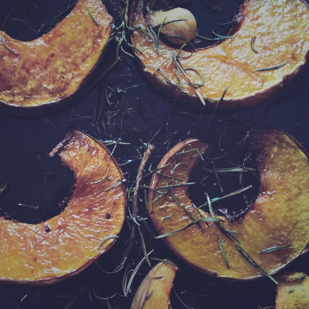 Zucca al forno con curcuma aglio e rosmarino